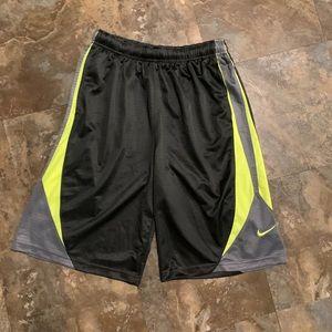 Boys Nike XL Black athletic basketball shorts